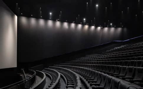 デジタルシネマパッケージを使用する劇場のイメージ