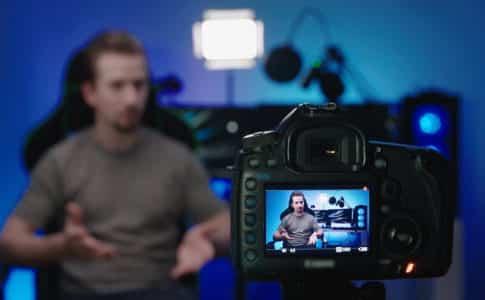 動画のアスペクト比を解説する人