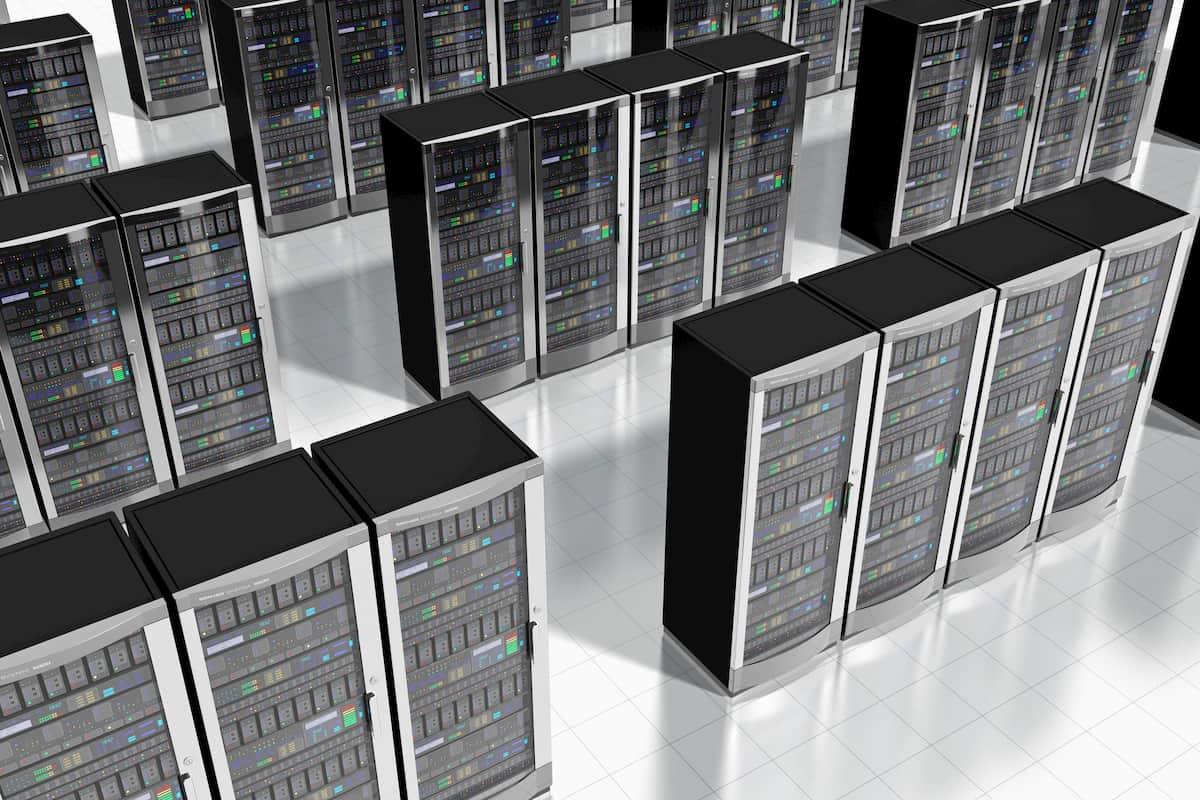 データセンターの中にある共用サーバと専用サーバ.