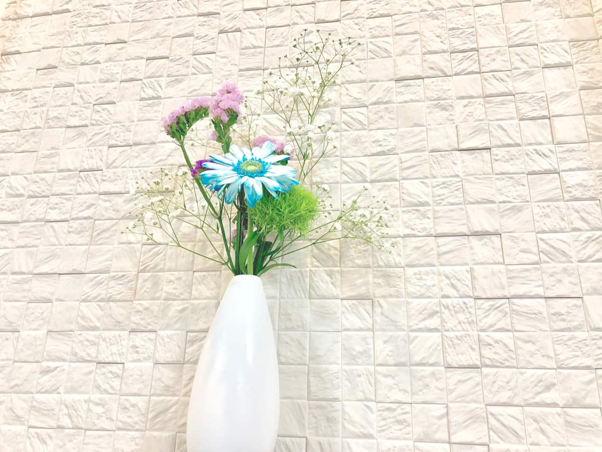 お花の定期便で贈られてきた数種類のお花