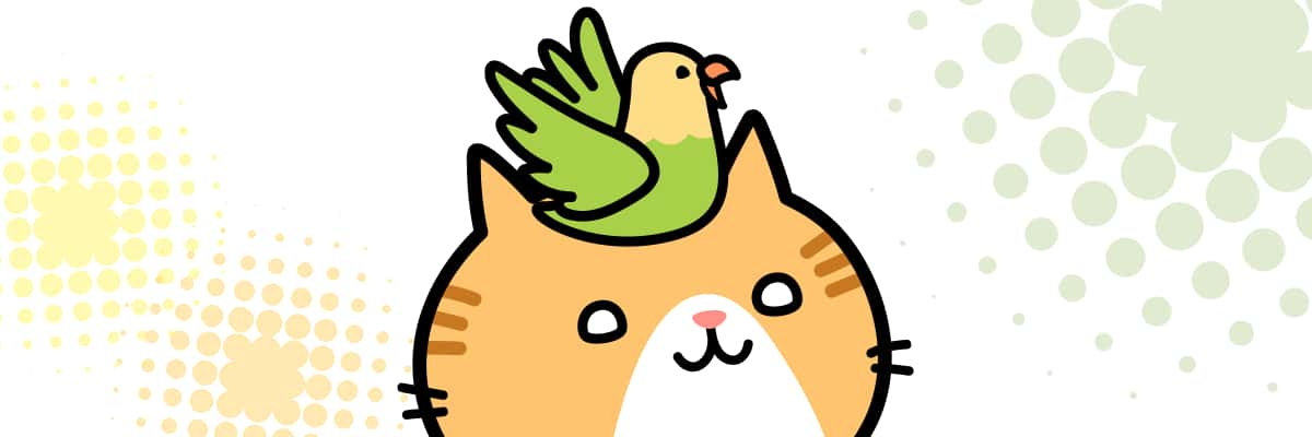 トラ柄のネコの頭の上に乗っかっている小鳥