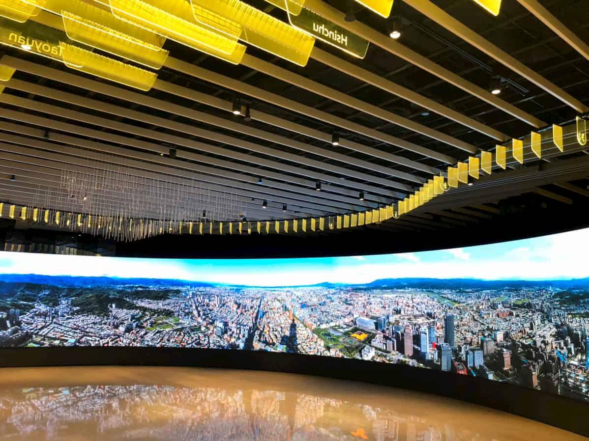 台北101の超巨大デジタルサイネージ