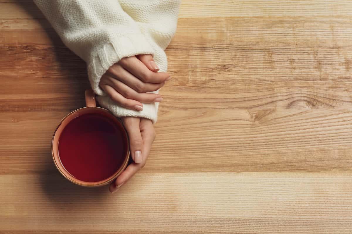 木製食器でお茶時間を楽しむ